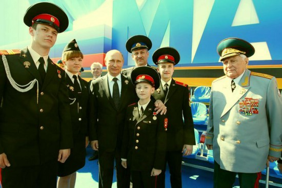 В.В. Путин и В. М. Михалкин с суворовцами по окончании парада Победы, 9 мая 2013 года