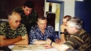 Слева направо: генерал-лейтенант Дадонов В.А., полковник Киреев А.В., генерал-майор Позняк В.И. Дагестан, Ботлихский район, 17 августа 1999 г.
