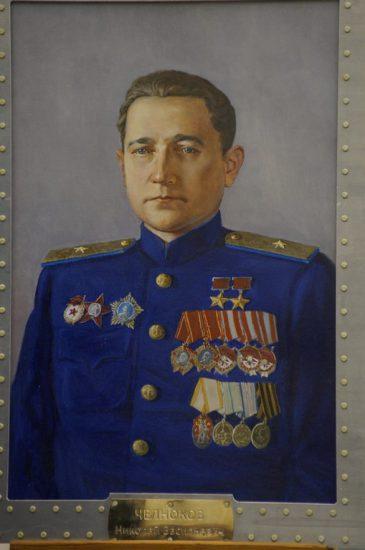 Дважды Герой Советского Союза генерал-майор Челноков Николай Васильевич.