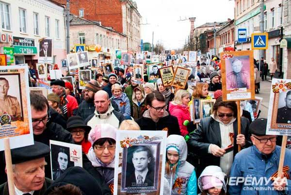 Рыбинск: идут участники «Бессмертного полка» (Интернет)