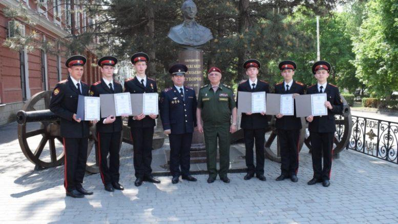 Именные стипендии Клуба военачальников РФ - лучшим суворовцам, нахимовцам, кадетам.