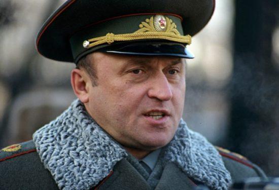 Павел Сергеевич Грачев, министр обороны РФ в 1994 году.