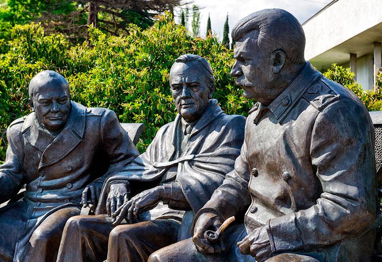 Памятник «Большой тройке» в Ливадии работы Зураба Церетели