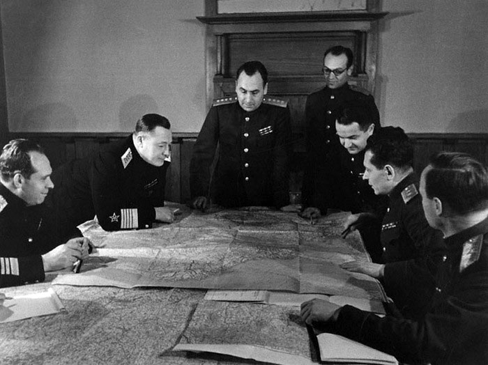 Ялтинская конференция. А.И. Антонов во главе группы советских военных экспертов