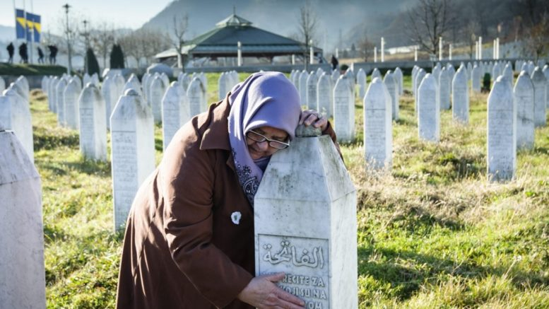 В конце XX века человечество столкнулось с фактами ужасающего геноцида. Фото Reuters