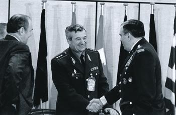 Встреча генералов Леонтия Шевцова и Джорджа Джоулвэна в штаб-квартире Североатлантического альянса. Фото с сайта www.nato.int